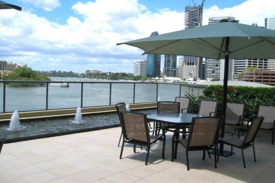 river-place-brisbane-outdoor-area-2